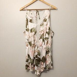NWT Victoria's Secret Tropical Lace Romper 🌿